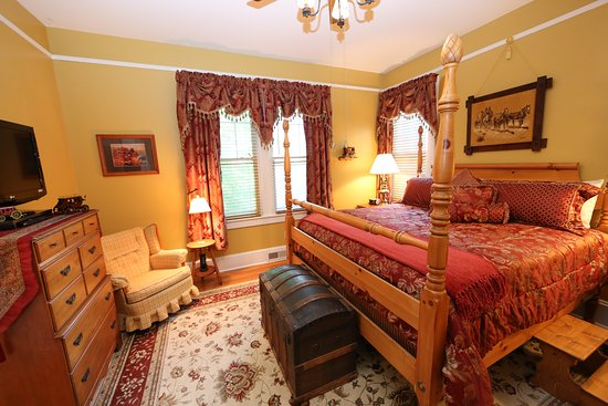 Aunt Adeline's Bed and Breakfast: Nostalgic Stage Coach