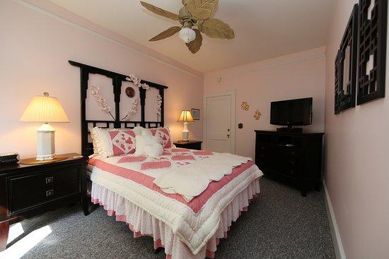 Aunt Adeline's Bed and Breakfast: Enchanting Kumdori