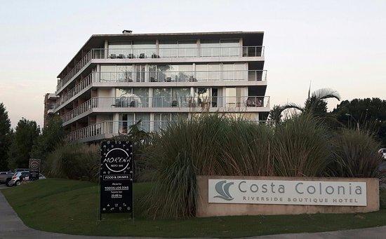 Costa Colonia Riverside Boutique Hotel: Faixada do hotel