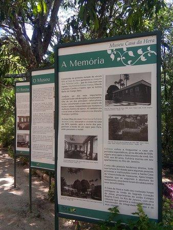 Museu Casa da Hera: Pôsters falando sobre a história do museu