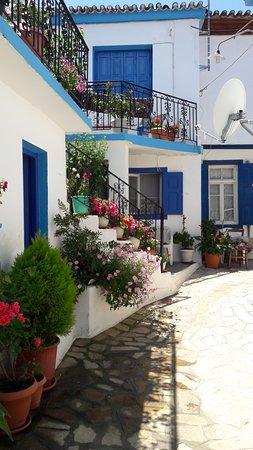 Samos : köyün tipik evlerinden biri , bunun gibi onlarca ev ve bir kaç tane dar sokaklar var