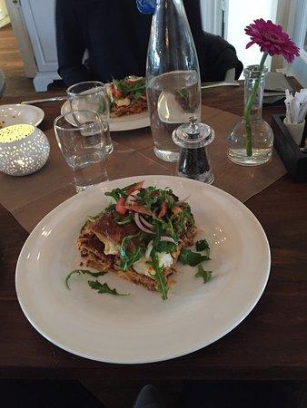 Hoor, Sweden: Härlig och matig lasagne med en gedigen salladsbuffé. Kaffe och kaka fanns såklart om man nu ork