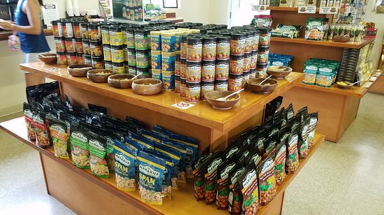 Mountain View, Hawaje: Ka'u offers free macadamia samples...