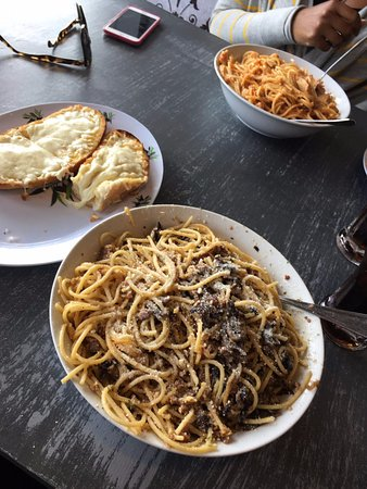Ajax, Canada: Pasta and garlic bread with cheese