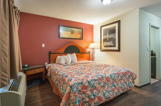 Blytheville, AR: Suite 2 Room/King Bed with Kitchenette