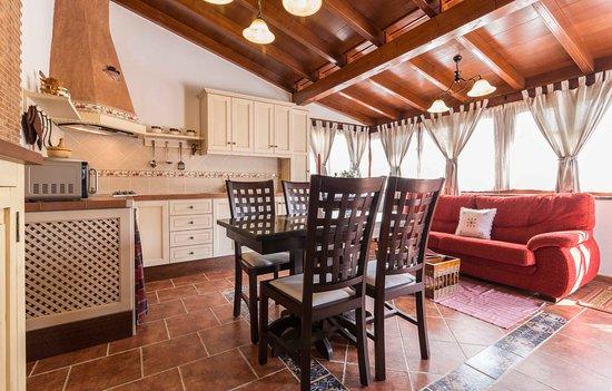Finca El Picacho : Salón - Cocina - comedor con vistas a la montaña