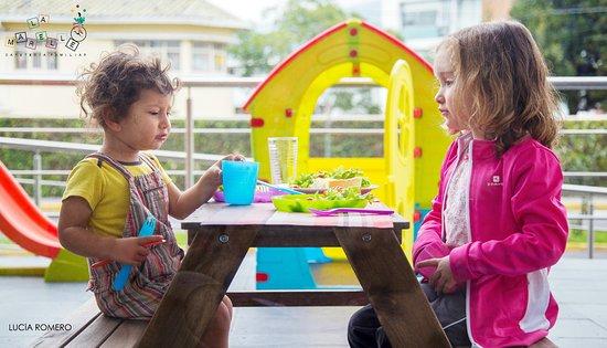 Niños Comiendo: Fotografía De La Marelle, Quito