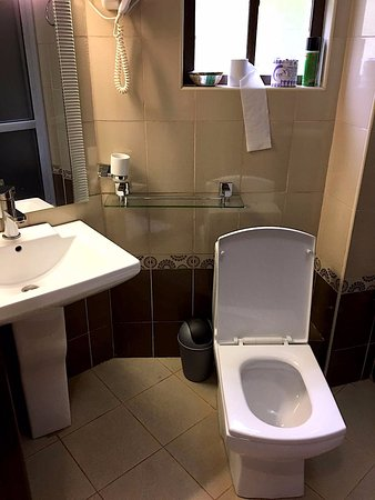 Comfort Gardens Guest House: Bit tiny bathroom