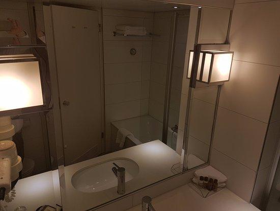 wenig wasser aus der dusche musste von tropfen zu. Black Bedroom Furniture Sets. Home Design Ideas