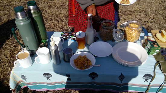Rekero Camp, Asilia Africa: Bush breakfast prepared at the camp and unpacked by my guide