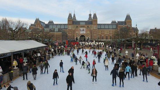 Museum Quarter: Pista davanti al Rijksmuseum!!