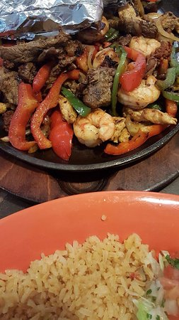 Charleston, Западная Вирджиния: Steak, Shrimp and Beef Fajita's for two