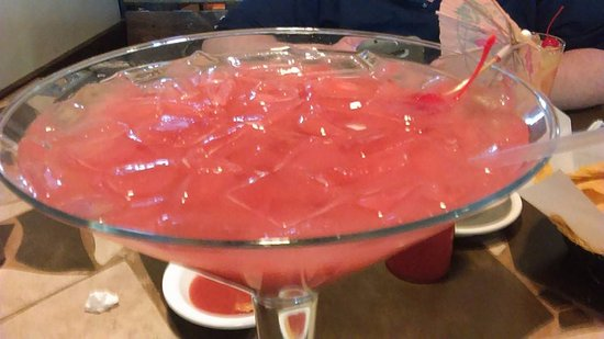 Charleston, Западная Вирджиния: 48 ounce Strawberry Margarita