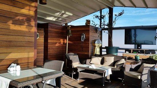 Burckin Suites Hotel: Терасса для завтрака на крыше