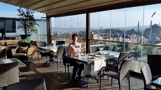 Burckin Suites Hotel: Завтрак