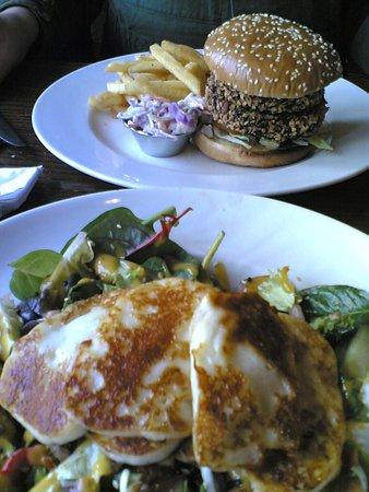 Mundy Arms: Sweet Potato and Kale Salad/Asian Veg Burger