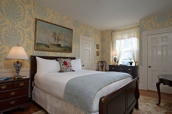 Queen Bedded Room, Jared Coffin House
