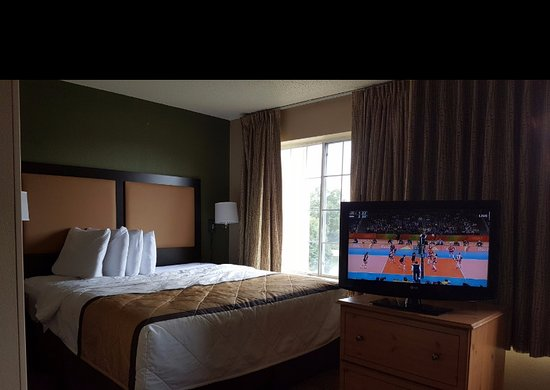 Extended Stay America - Chicago - Naperville - East: King Deluxe w/Kitchen, Sofa, Desk, Wide Screen TV, WiFi, etc.