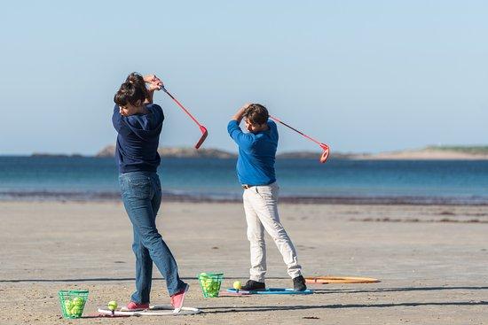 Ploermel, Frankrike: leçon de golf nomade sur la plage