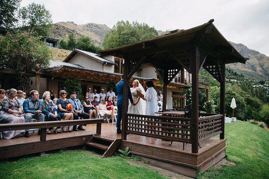The Canyons Lodge: A perfect space for an intimate wedding