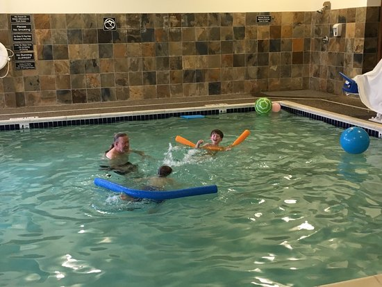 Albany, OR: We travel a lot, and the pool here is the best in any motel in which we have stayed!