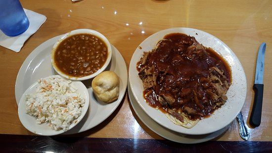 Marlowes Ribs and Restaurant: BBQ spaghetti, beans and slaw