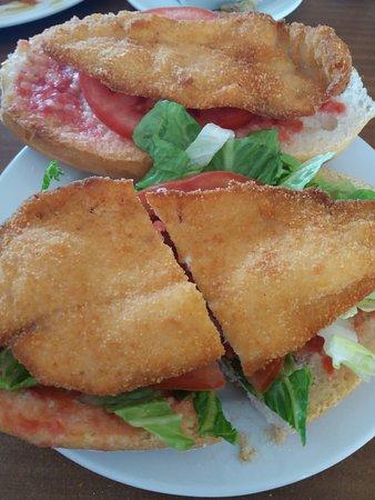 Sant Jordi, Hiszpania: bocadillo de pollo empanado