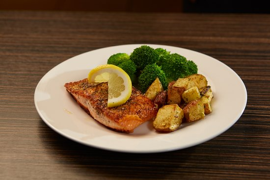 Springfield, OR: Salmon fillet, potatoes and steamed broccoli