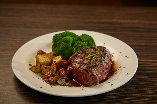 Springfield, OR: Steak, potatoes and steamed broccoli
