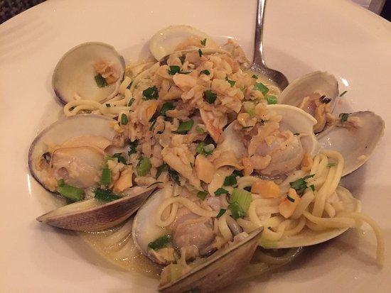 Viaggio : Linguini with Freshly Shucked Clams