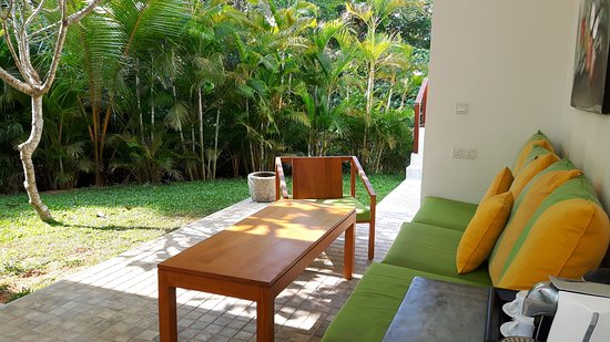 garten lounge design, garten mit lounge - picture of calamansi cove by jetwing, balapitiya, Design ideen