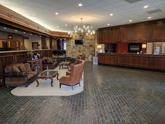Wooster, OH: Updated lobby with the an old time charm