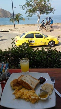 La Ballena Azul Hotel: El desayuno, con una hermosa vista