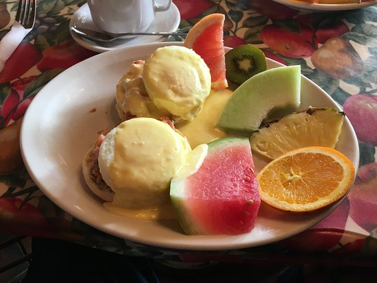 Frelighsburg, Canada: Maple Smoked Salmon Eggs Benedict