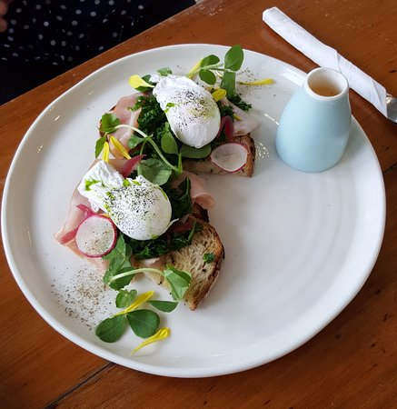 Caffe Nostra: Poached Eggs with Ham