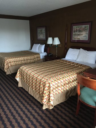Country Hearth Inn Athens: Two extra full pillow top firm beds