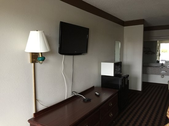 Country Hearth Inn Athens: LCD tv 32 inch flat screen television