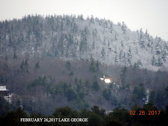 Fort William Henry Hotel and Conference Center: lit snow cover