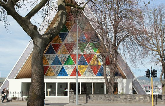 Chester Street Backpackers: The Cardboard Cathedral is nearby