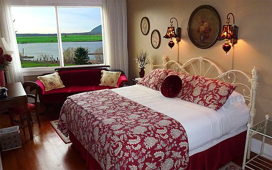 Wheeler, Орегон: Room 1 has an extra-large picture window, offering an amazing view of Nehalem Bay.