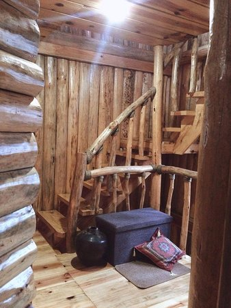 Agape Log Cabin And Restaurant: Pine Log Staircase