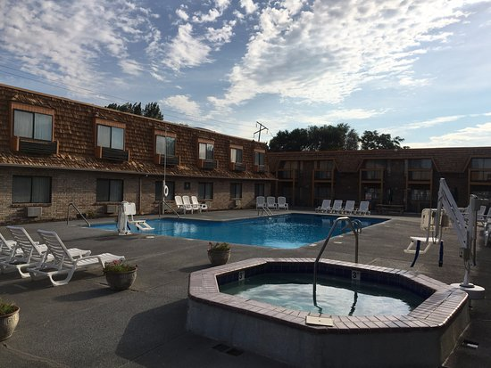 Yakima, WA: Outdoor Pool and Hot Tub