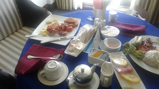 Waterfront Cebu City Hotel & Casino: American Breakfast and Tocino