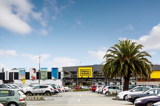 Richmond, Neuseeland: Two supermarkets - Pak 'n Save and Fresh Choice