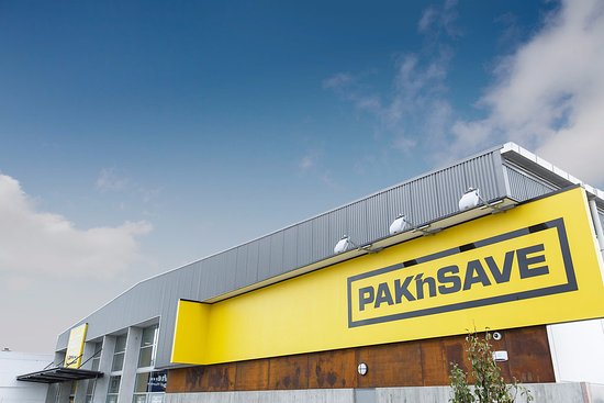 Richmond, Neuseeland: Pak 'n Save open daily from 8am - 9pm and till 10pm on Thursdays.
