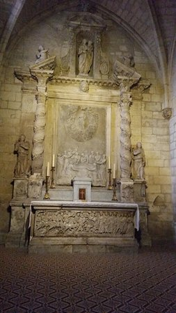 Eglise St-Trophime: Chapel altar
