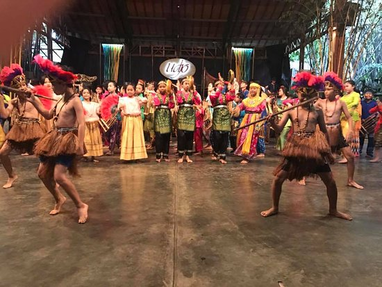 Saung Angklung Udjo: One of the dances