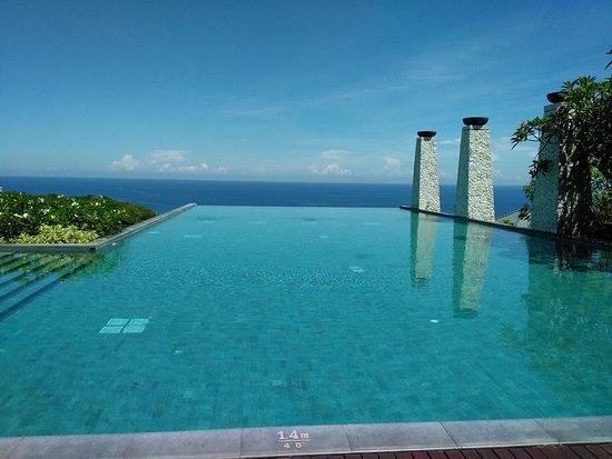 โรงแรมบันยันทรี อังกาซัน: Infinity pool area