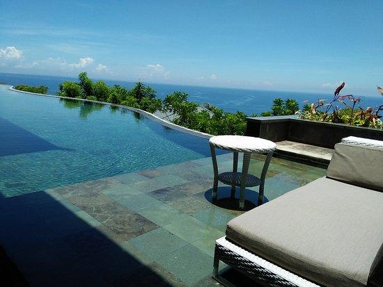 โรงแรมบันยันทรี อังกาซัน: View of private pool and ocean from 3-bedroom Presidential Villa