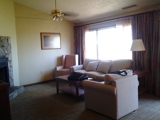Lake Lure, NC: 1 bedroom deluxe livingroom